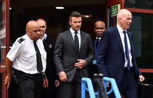 Beckham bị treo bằng nửa năm vì dùng điện thoại khi lái xe