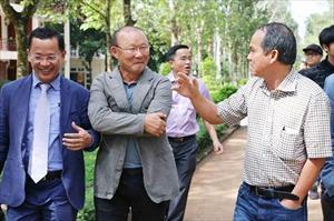 Bầu Đức, huấn luyện viên Park Hang-seo và cái giá của bóng đá Việt Nam