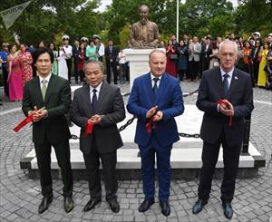 Khánh thành tượng đài vị Chủ tịch đầu tiên của Việt Nam tại Vladivostok