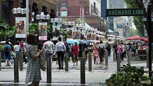 Singapore bắt nhóm 4 người Việt trộm quần áo hàng hiệu