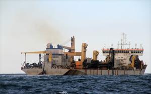 Quảng Bình: Phát hiện tàu lạ ném chất thải nguy hại xuống biển
