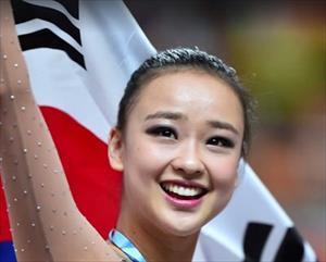 """Ngất ngây vẻ đẹp như """"tượng thần"""" của công chúa thể dục Hàn Quốc"""