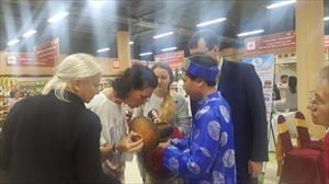 Doanh nhân Việt kể chuyện bán hết veo 1 tấn cá kho, chả mực trong 3 ngày hội chợ ở Nga