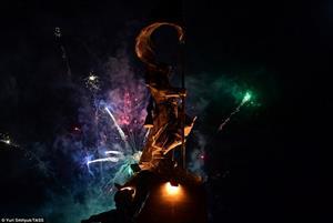 Pháo hoa rực trời Nga trong lễ kỷ niệm Ngày Chiến thắng