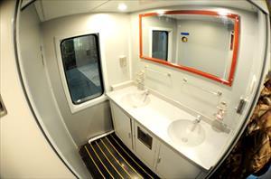 Đầu tư tiền tỷ, nhà vệ sinh trên tàu vẫn bốc mùi hôi