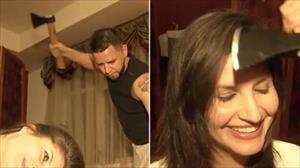 Cửa tiệm cắt tóc bằng rìu lạ lẫm tại Nga