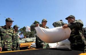 Phân bổ hàng cứu trợ của Nga cho người dân vùng bão