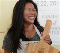 Người phụ nữ vinh danh bánh mì Việt ở Canada