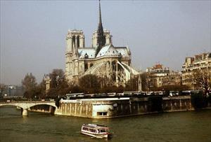 Người Việt ở Paris: Tôi không cầm được nước mắt vì tuyệt vọng