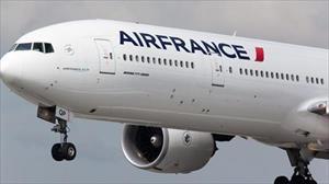 Mua vé máy bay Pháp giá siêu rẻ, khách Việt lao đao