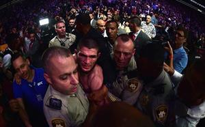 Hỗn chiến ở siêu kinh điển UFC: Võ sỹ Nga xin lỗi, được Tổng thống Putin chúc mừng