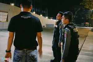 Cảnh sát có vũ trang bảo vệ đội Việt Nam ở Myanmar