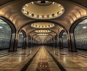 Choáng ngợp vẻ đẹp nguy nga của tàu điện ngầm ở Nga