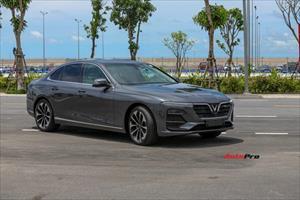 Chưa kịp nhận xe, chủ nhân VinFast Lux A2.0 đã rao bán lại suất cọc, muốn có xe chỉ cần bỏ thêm 860 triệu đồng