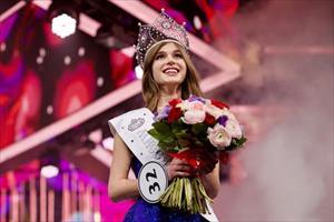 Cô gái 20 tuổi đẹp tựa thiên thần đăng quang Hoa hậu Nga 2019