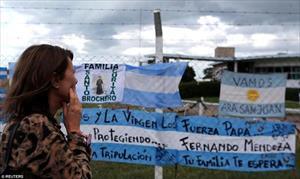 Người thân mong ngóng thủy thủ trên tàu ngầm Argentina mất tích