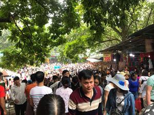 Cáp treo chùa Hương đông nghẹt, chờ 5 vạn người khai hội