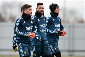 Messi run rẩy tập luyện trong giá lạnh nước Nga