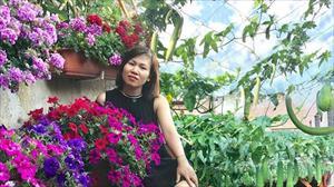 Mẹ đảm cải tạo sân bê tông thành khu vườn với bạt ngàn rau củ quả tươi tốt
