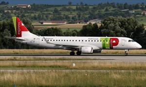 Hơn 100 hành khách mắc kẹt vì phi công say rượu trước cất cánh