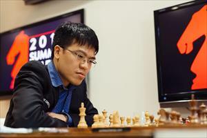 Lê Quang Liêm cầm hòa cao thủ cờ vua Nga