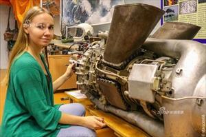 Cùng nữ sinh viên Nga tham quan bảo tàng Vũ trụ