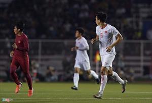Văn Hậu chảy máu đầu gối trước khi ghi bàn vào lưới Indonesia