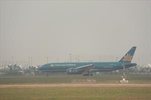Mưa lớn, nhiều chuyến bay không thể hạ cánh xuống Tân Sơn Nhất