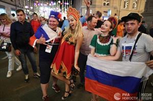 World Cup 2018: Dân Nga trắng đêm ăn mừng chiến thắng của đội tuyển