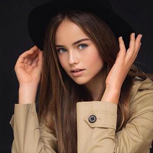'Cô bé đẹp nhất thế giới