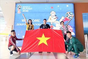 Ngọc Nữ diện áo dài sang Nga cổ vũ đội tuyển Anh