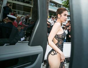 Ngọc Trinh khiến dân tình sốc nặng khi khoe nguyên vòng 3 phô phang trên thảm đỏ Cannes 2019