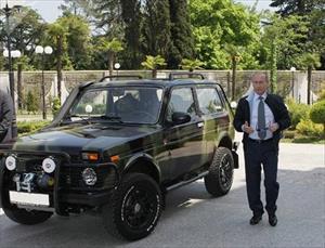 """Ngắm dàn """"xế hộp"""" Tổng thống Putin từng cầm lái qua năm tháng"""