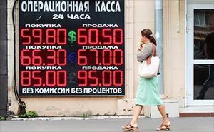 Rúp Nga tiếp tục rớt giá mạnh theo dầu thô