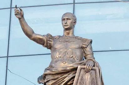 Ngắm bức tượng của hoàng đế La Mã, thấy mặt ông Putin