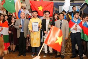 Sinh viên Việt Nam và sinh viên nước ngoài tại Moskva giao lưu văn hóa, nghệ thuật dân tộc