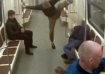 """Moskva: Bắt nhóm """"đầu trọc""""  tấn công người nước ngoài trên tàu điện ngầm"""