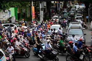 Hàng nghìn xe cộ kẹt cứng ở trung tâm Sài Gòn