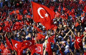 """Thổ Nhĩ Kỳ ngập màu """"cờ đỏ"""" trong cuộc biểu tình sau vụ đảo chính"""