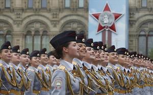 """Ngẩn người trước vẻ đẹp """"bông hồng thép"""" Quân đội Nga tại Lễ duyệt binh Chiến thắng"""