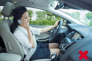 """Đừng """"đùa"""" với tử thần khi vừa nghe điện thoại vừa lái xe"""