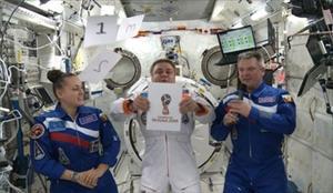 Nga trình làng biểu tượng World Cup 2018 trên trạm vũ trụ quốc tế