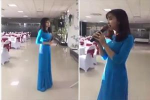 Cô gái xinh đẹp khiến người xem không muốn rời mắt, cho đến khi cất tiếng hát