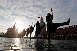 """""""Biển người"""" duyệt binh kỉ niệm cuộc Cách mạng tháng Mười Nga huyển thoại"""