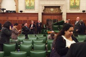 Thủ tướng Canada ẩn náu trong tủ khi nã súng xảy ra