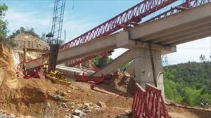 Dầm cầu đường cao tốc gãy sập sau khi nghiệm thu