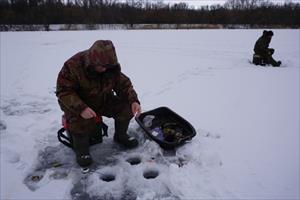 Thú vui câu cá trên băng tại hồ Baikal
