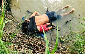 Bức ảnh xác 2 bố con người nhập cư chấn động thế giới