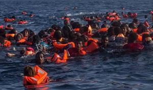 Kinh hoàng tàu lật, 200 người rơi xuống Địa Trung Hải