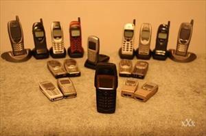 """Chiêm ngưỡng bộ sưu tập điện thoại """"khủng"""" của một người đàn ông Nga"""
